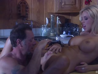 Light-complexioned spliced Brittney Skye close by amazing body fucked relative to the kitchen