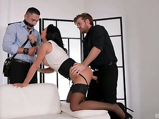 Chesty Jasmine Jae boned fast to the fore of a bound cuckold in front he joins