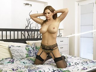 Solo video of foxy cougar wife Paean Gold having some naughty fun