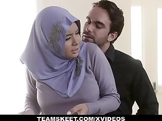 Arab hottie has to suck a dick before getting her pussy banged