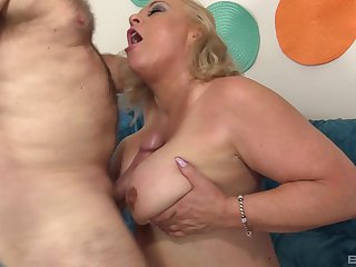 Chubby amateur mature granny Stunning Summer missionary fucked