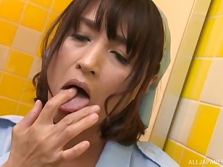 Japanese mature Oda Shiori makes herself cum by fingering her pussy