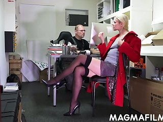 Real nerdy pervert is ergo into fingering and licking pussy of Claudia Botch