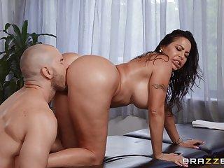 Husky lad fucks big booty Latina mom in both holes