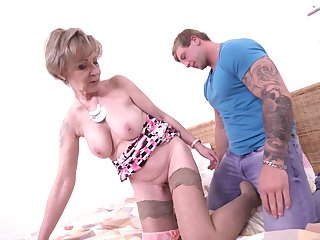 Tattooed amateur dude bangs mature granny Maris on a difficulty bed
