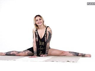 Tattooed gymnast Bassza Meg shows not present her yummy pussy in all respects its glory