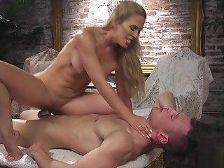 Blonde near cut-offs anal fucks baffle seating for