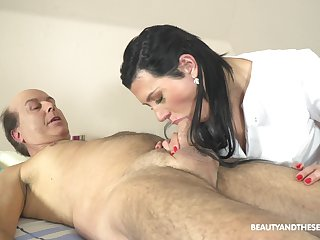 Czech massage girl Adelle Sabelle gets make known with a handful of old client