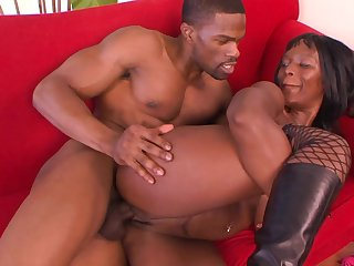 Black porn with a hot MILF having a liking for the BBC